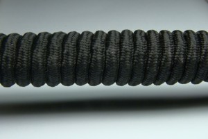 Tkanička Spirálka 110cm černá